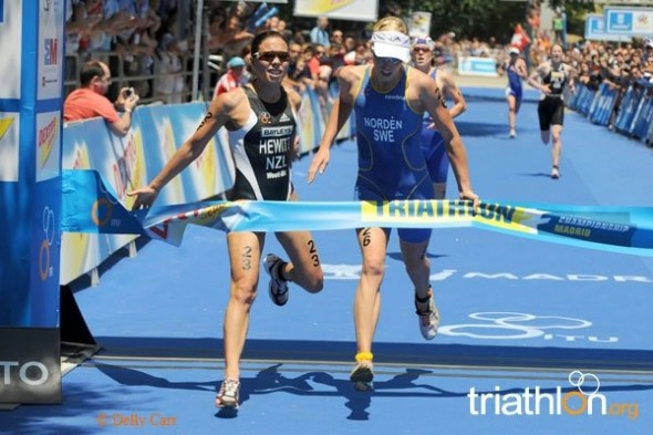 Andrea Hewitt and Lisa Norden sprinting for the win in Madrid