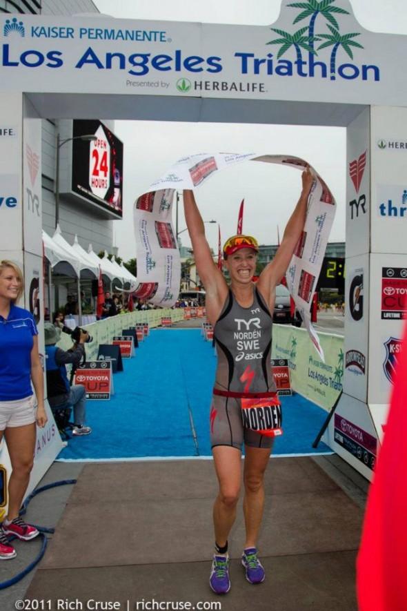 Lisa Norden vinner LA Triathlon tredje året på raken