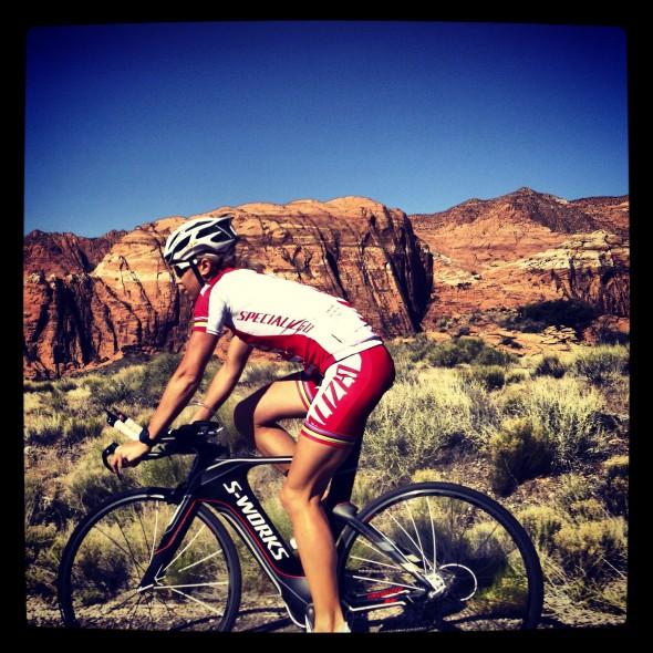 Lisa Nordén kollar cykelbanan i St. George