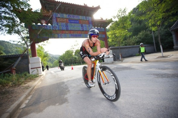 Lisa Norden under cykelmomentet i Beijing International triathlon