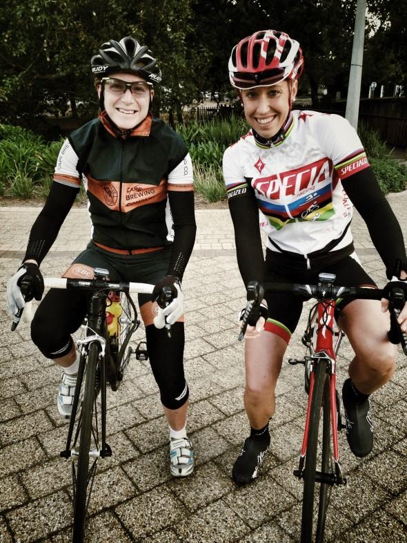 Jennie Stenerhag tillsammans med Lisa Norden före ett cykelpass