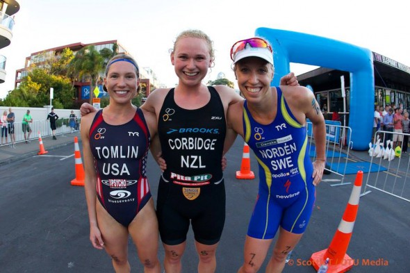 Tomlin, Corbidge och Lisa Norden i Takapuna