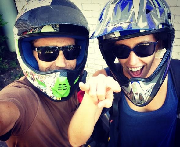 Lisa och Calle på scootern - no more...